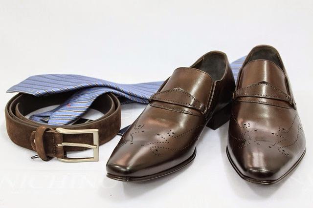 Giày và thắt lưng không nhất thiết phải cùng tông, trừ những trường hợp trang trọng.