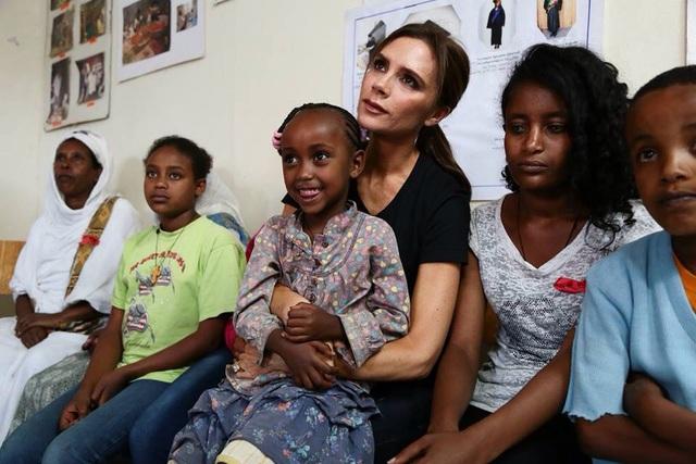 Cô cũng tích cực tham gia các hoạt động từ thiện. Chương trình Hợp tác Liên Hợp Quốc về HIV/AIDS chọn cô làm Đại sứ Thiện chí Liên Hợp Quốc vào năm 2014.