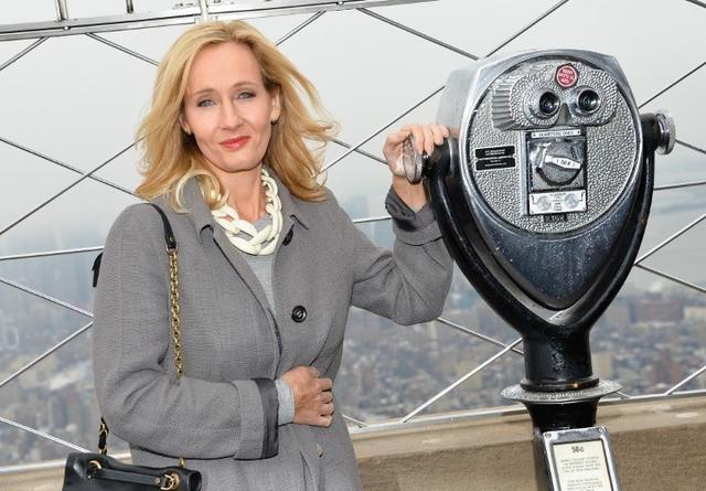 Những năm tháng tuổi 20 của JK Rowling cũng đầy bão tố.