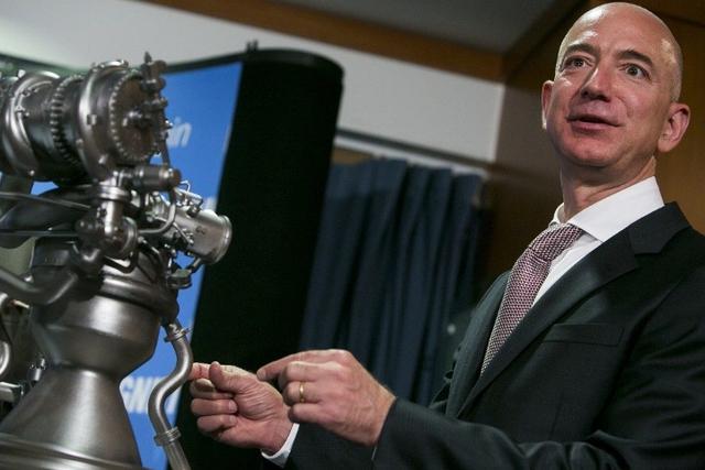 Tỷ phú Jeff Bezos từng có một chân nướng bánh tại quán McDonald.