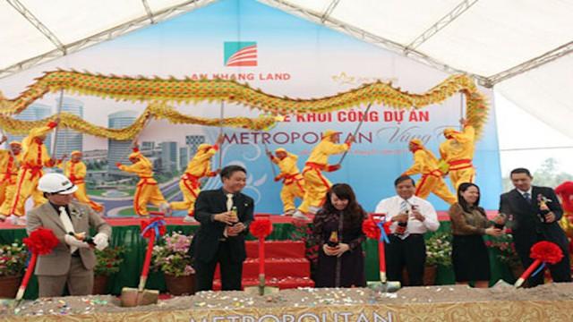 Ngày 15/1/2011, Công ty CP địa ốc An Khang rình rang tổ chức lễ khởi công dự án Metropolitan. Tại buổi lễ, chủ đầu tư khẳng định sẽ tập trung nguồn lực tài chính, phương tiện, nhân lực khẩn trương đền bù giải phóng mặt bằng để sớm đưa dự án vào khai thác thương mại…