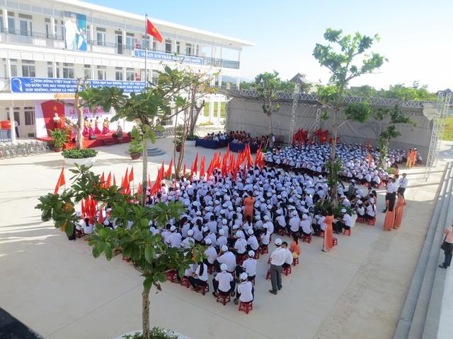 Lễ khai giảng của trường THCS Đàm Quang Trung tại khu A.