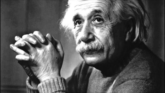 Albert Einstein thuộc hơn 10% dân số thế giới thuận tay trái.