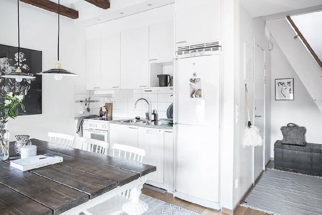 Không gian bếp hiện đại nhưng vẫn ẩn chứa nét đẹp dung dị, cổ điển.