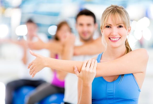Phái đẹp nên tập thể dục và bổ sung đồ ăn nhẹ cho ngày mới.