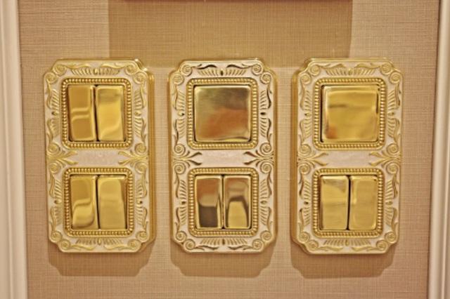 Thiết bị công tắc điện cũng được mạ vàng