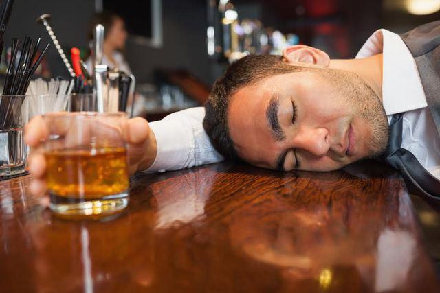 Thức uống có cồn luôn xuất hiện trong những cuộc vui, nhưng để hạnh phúc trọn vẹn bạn nên biết dừng đúng lúc và không say mèm.
