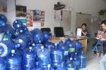 Mục sở thị khu vực sản xuất nước đóng chai siêu bẩn