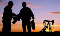 Tăng mạnh, giá dầu tiến gần hơn mốc 50 USD/thùng