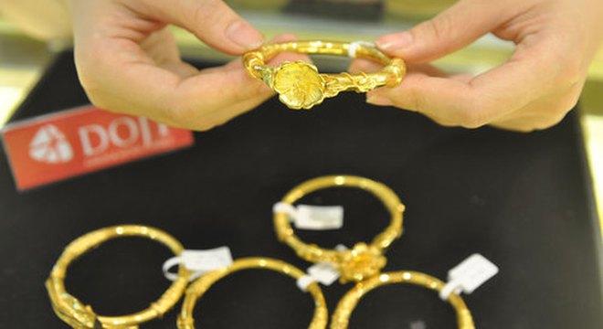 Giá vàng lùi về 36,8 triệu đồng/lượng
